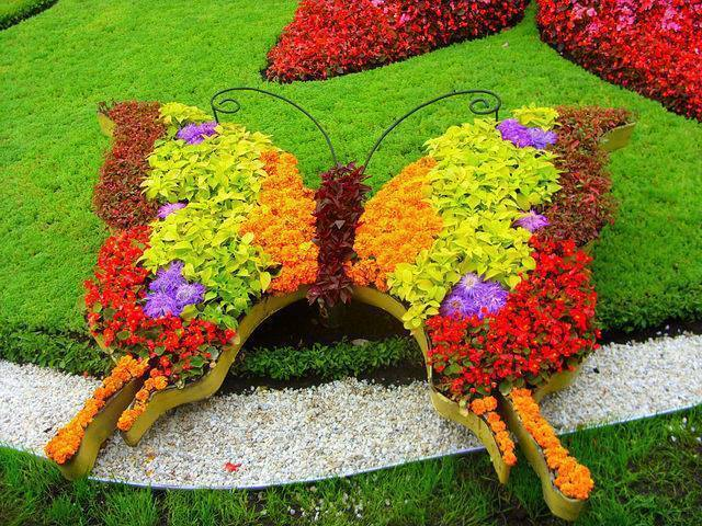 Twelve Butterfly Inspired Designs for your Garden- portable butterfly raised bed
