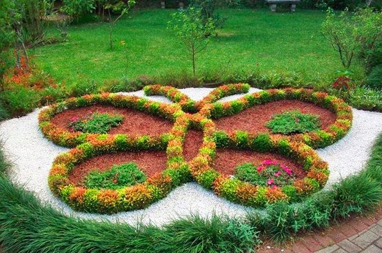 12 beautiful butterfly designs to shape your garden for Flower bed shapes designs